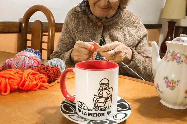 En personlig mugg till bästa farmor/mormor!