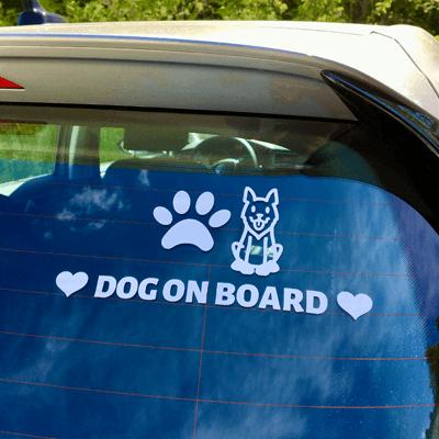 """Crée un sticker personnalisé """"Chien à bord"""" pour décorer ta voiture!"""