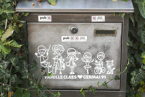 Happy family sticker brings life to mailbox
