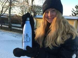 Botella en la nieve