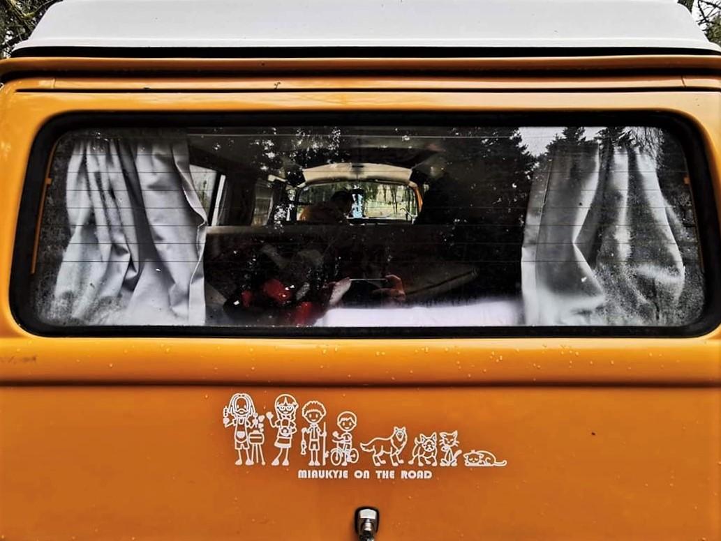 pegatinas personalizadas en un coche