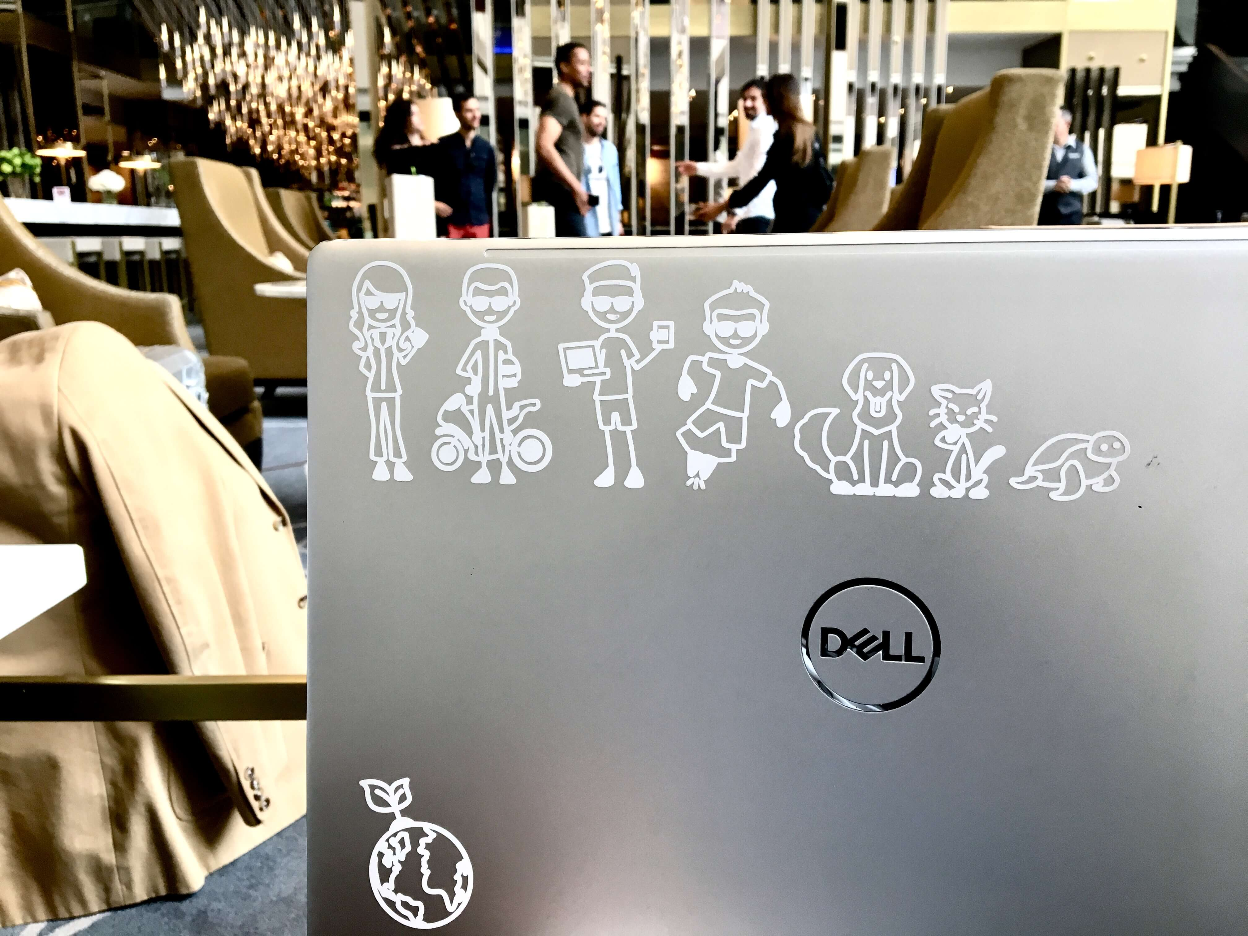 ordenador computador personalizado con pegatinas personalizadas